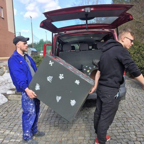 Przygotowanie bud pieskom ze schroniska w Sokółce